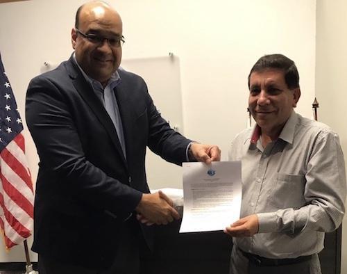 Alvaro Alpízar, Presidente de la Junta Directiva de WBO y Ricardo Sanabria, Presidente de la Junta Directiva de BASC Colombia, durante la firma del acuerdo que formaliza la realización del Congreso Mundial BASC en Colombia.